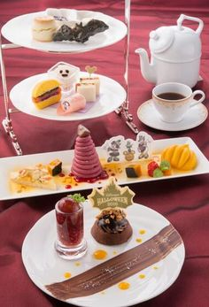 Disney's Halloween Afternoon Tea Set ¥3,400 (Please Note: Afternoon Tea Set is…