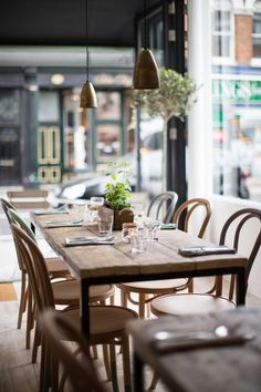 London... Life's a Beach at Parsons Green. #interiors #design #california #culture #feel #clean #open #light #london #cafe #restaurant  Hally's Café London