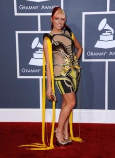Grammys Best and worst dressed stars Whitney Houston Death, Celebrity Dresses, Celebrity Style, Grammy Outfits, Ugly Dresses, Bad Fashion, Big Night, Red Carpet, Awards