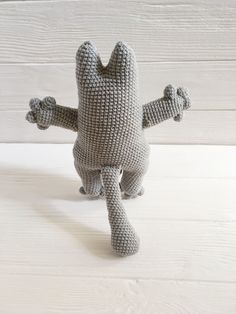 Our amigurumi, by motiff of Simon's cat toy is made with soft yarn. This grey cat would make the perfect gift for a cat lover, whether that's you or a friend.