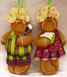 Web Gingerbread Crafts, Gingerbread Decorations, Gingerbread Man, Arte Country, Pintura Country, Painted Ornaments, Wooden Ornaments, Christmas Art, Christmas Ornaments