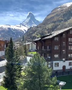 Exploring Zermatt In Switzerland ? Beautiful Places In The World, Beautiful Places To Visit, Cool Places To Visit, Wonderful Places, Zermatt, Vacation Places, Dream Vacations, Places In Switzerland, Wengen Switzerland