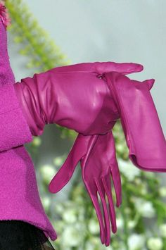 Fuchsia Pink Leather Gloves by Christian Dior at Couture Fall 2009 . Gloves Fashion, Fashion Accessories, Women Accessories, Mode Vintage, Vintage Pink, Magenta, Purple, Pink Color, Blue