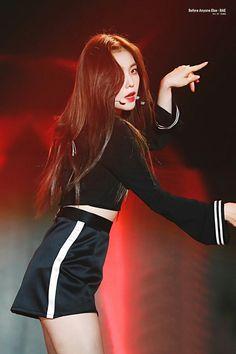 ↬cr: to the rightful owner ; South Korean Girls, Korean Girl Groups, Rapper, Yoon Sun Young, Red Velvet Irene, Velvet Fashion, Korean Bands, Soyeon, Seulgi