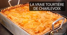The tradition of the Tourtière is still alive in Quebec, especially in the Saguenay-Lac St-Jean-Charlevoix region. One way to make it is to prepare meat with potatoes and cover with pastry before baking over low heat. Christmas Buffet, Christmas Cooking, Christmas Holidays, Epicure Recipes, Pork Recipes, Charlevoix, Clean Eating Chicken, European Cuisine, Fussy Eaters