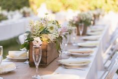 love  the wooden box with flowers      make out of pallets also      Country Rustic Wedding Tables
