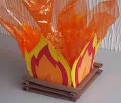 Resultado de imagem para enfeite de mesa festa junina fogueira