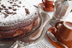 La torta con albumi al cacao è un ottimo modo per utilizzare gli albumi rimasti ma anche per dare vita ad un piatto light e molto invitante. Ecco la ricetta
