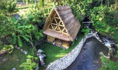 Go-Way-Off-Grid-In-This-Beautiful-Bamboo-Hut-01