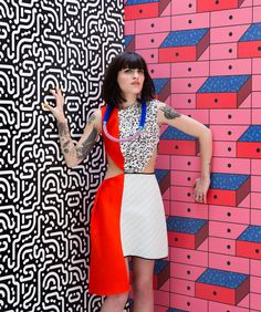 Upcoming wallpaper brand FEATHR have provided the backdrop to a stunning new fashion shoot for Dutch style magazine, LINDA. The Memphis Group inspired edi Pop Art Fashion, Fashion Mag, Fashion Shoot, Editorial Fashion, Fashion Design, Style Fashion, Photography Pics, Clothing Photography, Summer Photography
