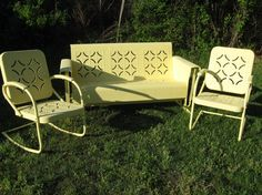 Retro metal patio furniture Paint Retro Metal Lawn Chairs 159 Or For 299 Please Note We Now Carry Squared Arms And Not Rounded Beautiful Decorating Ideas Retro Patio Furniture Metal Glider Just Like You Remember - ixiqi Vintage Metal Glider, Vintage Porch, Vintage Chairs, Vintage Farmhouse, Metal Lawn Chairs, Metal Outdoor Chairs, Metal Tables, Vintage Outdoor Furniture, Metal Patio Furniture