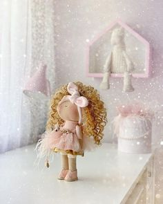 La imagen puede contener: una o varias personas e interior Crochet Gifts, Cute Crochet, Crochet Toys, Presents For Kids, Gifts For Girls, Organic Baby Toys, Waldorf Dolls, Soft Dolls, Baby Room Decor