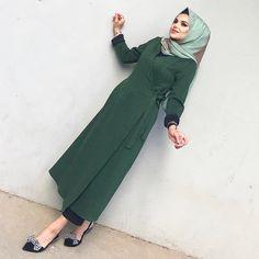 Hijab Dress, Hijab Outfit, Modele Hijab, Hijab Fashion, Fashion Top, Womens Fashion Online, Normcore, Prom Dresses, Gowns