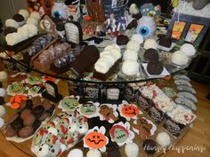Cake+Ball+Brains,+chocolate+skulls,+zombie+cookies,+coconut+cream+skulls,+Halloween+desserts+copy.jpg (1600×1200)