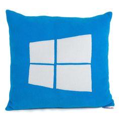 Spoznajte novinku od Microsoft Windows 10 aj na našich vankúšikoch. Najlepší PC systém u nás nesmie chýbať. Ozdobte si vankúšom vašu kanceláriu a ukážte, že Vám vyhovuje len to najlepšie. Vyrobené na Slovensku.   Chceli by ste inú farebnú kombináciu alebo veľkosť? Kontaktujte nás, a ak to bude možné radi Vám ju ušijeme.
