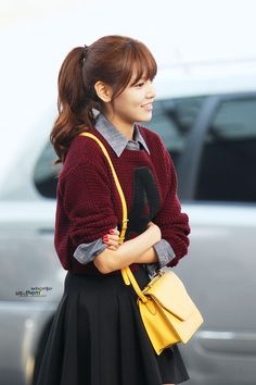 Choi Sooyoung ... I love the pop of color with the purse.