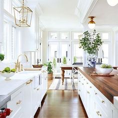 Kitchen Remodel On A Budget Modern Farmhouse Style Decorating Ideas On A Budget farmhouse kitchen with butcher block counter tops - Modern Farmhouse Style Decorating Ideas On A Budget Modern Farmhouse Kitchens, Modern Farmhouse Style, Farmhouse Style Decorating, Home Kitchens, White Farmhouse, Modern Rustic, Decorating Kitchen, Dream Kitchens, Luxury Kitchens