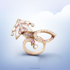 New Van Cleef & Arpels Cerfs-Volants™ collection Cerfs-Volants™ 1-motif Between the Finger ring - pink gold, pink and mauve sapphires, mother-of-pearl and diamonds - #VCACerfsVolants