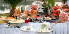 O Buffet, dicas de como você não errar na quantidade de docinhos e pratos por pessoa. Vem conferir: www.maquiagemecasamento.com.br