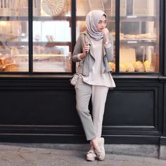 You can't find yourself in the same place that you lost yourself. Modest Outfits, Classy Outfits, Casual Outfits, Casual Hijab Outfit, Hijab Chic, Muslim Fashion, Modest Fashion, Fashion Pants, Fashion Outfits