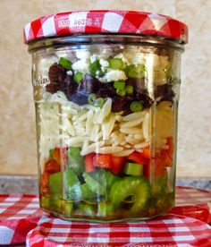 http://otm-inthegalley.blogspot.de/2014/09/salads-in-jars-for-10daysoftailgate.html