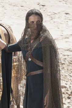"""Indira Varma as Ellaria Sand. Ellaria is the paramour of Prince Oberyn Martell of Dorne and a bastard of House Uller. """"Sand"""" is the surname used for noble-born bastards in Dorne, like """"Snow"""" in the North. Game Of Thrones Episodes, Game Of Thrones Series, Game Of Thrones Costumes, Game Of Thrones Houses, Hbo Game Of Thrones, Game Of Thrones Characters, Indira Varma, Game Of Thones, Photo Games"""