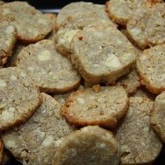 These unique biscuits are easy to make, but will surely impress guests. Serve with wine or an aperitif. Savoury Biscuits, Cheese Biscuits, Homemade Biscuits, Cheese Appetizers, Easy Appetizer Recipes, Vegetarian Christmas Main, Vegetarian Comfort Food, Vegetarian Cheese, Le Boudin
