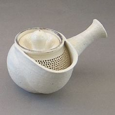 Teapot with strainer