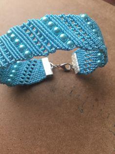 .VER FORMA DE CIERRE Macrame Dress, Macrame Art, Macrame Knots, Crochet Patterns For Beginners, Beading Patterns Free, Macrame Patterns, Macrame Necklace, Macrame Jewelry, Macrame Bracelets