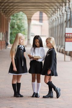Simonetta back to school 2017 - Fannice Kids Fashion Girls Winter Outfits, Kids Winter Fashion, Little Girl Outfits, Kids Outfits, Cute Outfits, Back To School Uniform, School Uniform Fashion, Back To School 2017, Preppy Mode