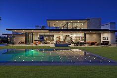 Hitta inspiration Villa med pool och trädgård på Roomly.,se