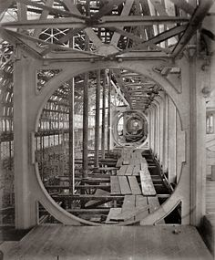 View through Circular Truss, Crystal Palace / a b fotograf by Philip Henry Delamotte, 1853-54