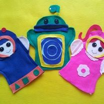 Team Umizoomi  Here is a set of 3 felt hand puppets   Milli, Geo, and Bot  I make custom puppets too Email me with your requests.  If you dont want all 3 just email with your request  Having a Team Umizoomi Birthday Party!! I do Birthday orders.  How about camping Kids can do a puppe...
