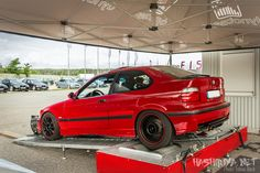 Track spec'd hellrot BMW E36 compact Bmw E36 Drift, Bmw E36 Compact, Bmw E36 318i, Culture Album, Old School Cars, Bmw 3 Series, Modified Cars, Bmw Cars, Cars And Motorcycles