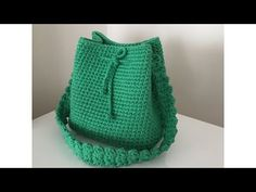Various bag tutorials area available on Design-Peak. Today we are embedding yet another, highly interesting and beneficial video tutorial for those who want to learn how to make a beautiful crochet bag. The tutorial is divided into two parts. Crochet Basket Tutorial, Crochet Bag Tutorials, Crochet Videos, Crochet For Beginners, Crochet Handbags, Crochet Purses, Crochet Baby, Knit Crochet, Easy Crochet