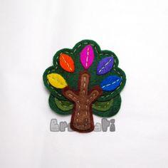 To me - a cute and colorful felt tree : ) Felt Diy, Felt Crafts, Fabric Crafts, Fuzzy Felt, Wool Felt, Felt Tree, Felt Embroidery, Barrettes, Felt Brooch
