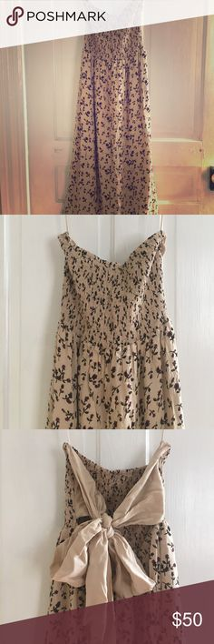 Free people dress Super cute strapless dress by Free People. Scrunch top and big bow tie in the back. Free People Dresses Midi