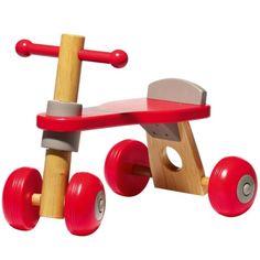 Bien calé sur ce porteur aux couleurs modernes, votre enfant va découvrir les joies de la vitesse en toute sécurité et en silence grâce au siège à butée et aux roues parfaitement stables et silencieuses.