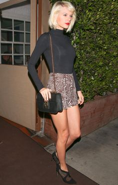 Taylor Swift Wears Short Shorts and Heels for a Night on the Town. - Total Street Style Looks And Fashion Outfit Ideas Taylor Swift Legs, All About Taylor Swift, Taylor Swift Outfits, Live Taylor, Taylor Swift Style, Red Taylor, Taylor Swift Pictures, Taylor Alison Swift, Leopard Print Shorts