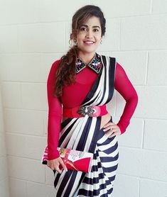 Saree Blouse Neck Designs, Fancy Blouse Designs, Bridal Blouse Designs, Choli Designs, Saree Wearing Styles, Saree Styles, Blouse Styles, Stylish Blouse Design, Saree Trends