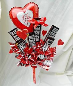 30 Easy and Beautiful Valentine Candy Bouquet Ideas - HomeCo.- 30 Easy and Beautiful Valentine Candy Bouquet Ideas – HomeCoach Valentine Candy Bouquet Ideas 19 - Valentines Day Decorations, Valentine Day Crafts, Happy Valentines Day, Valentine Ideas, Valentine Heart, Candy Bar Bouquet, Gift Bouquet, Man Bouquet, Valentine Gift Baskets