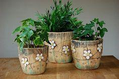 Keramika u Lavender: keramika Ceramic Planters, Planter Pots, Clay Projects, Projects To Try, Pottery Pots, Flower Pots, Flowers, Ceramic Art, Garden Pots