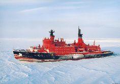 ヤマール(Ямал)。ロシアによって建造されたアルクティカ(Арктика)型原子力砕氷船の一つ。エリロン-10(Элерон-10)なるUAVを搭載して極地での観測ミッションに対応する。