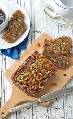 Gluten Free Paleo Seed Nut Bread - A Gluten Free Alternative to Christmas Fruit Bread Nut Bread Recipe, Bread Recipes, Real Food Recipes, Healthy Recipes, Sweets Recipes, Fruit Recipes, Healthy Snacks, Desserts, Pan Sin Gluten