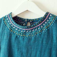 """Broderi på klänning. Clarastickar blev inspirerad av Purl sohos """"Embroidered denim jumper""""men själva klänningen är en Charlie Dress."""