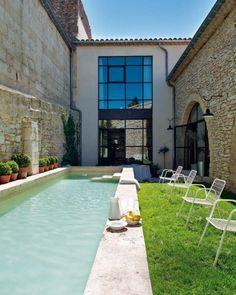@}-,-;--  Perfekt dersom man skal ha to boenheter som skal dele samme svømmebasseng. Lite innsyn til hverandre, men begge kan bruke bassenget.