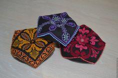 Купить Игольница-бискорню - комбинированный, черная канва, вышивка ручная, игольница ручной работы, Бискорню