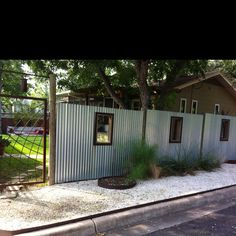 Now what if you were to use that plastic stuff and paint it white? Diy Fence, Fence Landscaping, Pool Fence, Backyard Fences, Fence Ideas, Yard Fencing, Corrugated Metal Fence, Aluminum Fence, Galvanized Metal