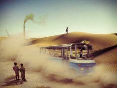 """1965 - El primer microbús de línea mundial conocido popularmente como """"azulito"""" cubriendo en  la ruta Arenal-Desierto (Erandio) en un pis-pas. Precursor del Bilbao-Dakar."""