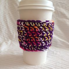 Free crochet pattern for a coffee cup cozy.